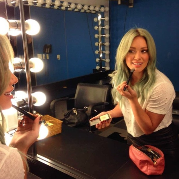 Hilary Duff shows off her fading turquoise hair as it turns ombre and looks better than ever, 6 April 2015