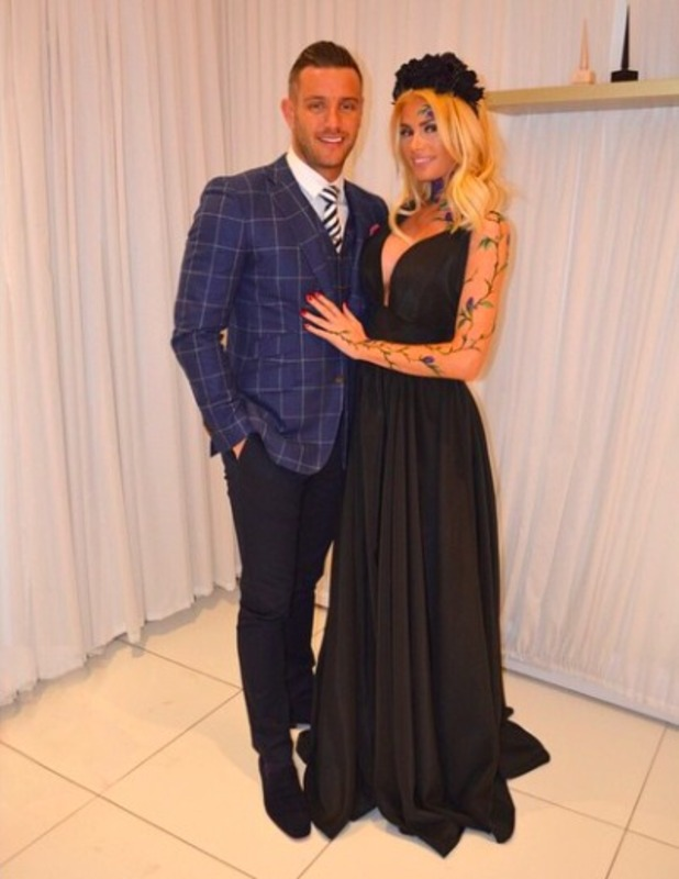 TOWIE's Elliott Wright and Chloe Sims look loved-up in series finale, 6 April 2015