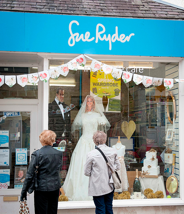 The local Sue Ryder charity shop have a window wedding display, complete with a full size 'Andy and Kim'. Preparations for wedding of Andy Murray and Kim Sears, Dunblane, Scotland, Britain - 07 Apr 2015