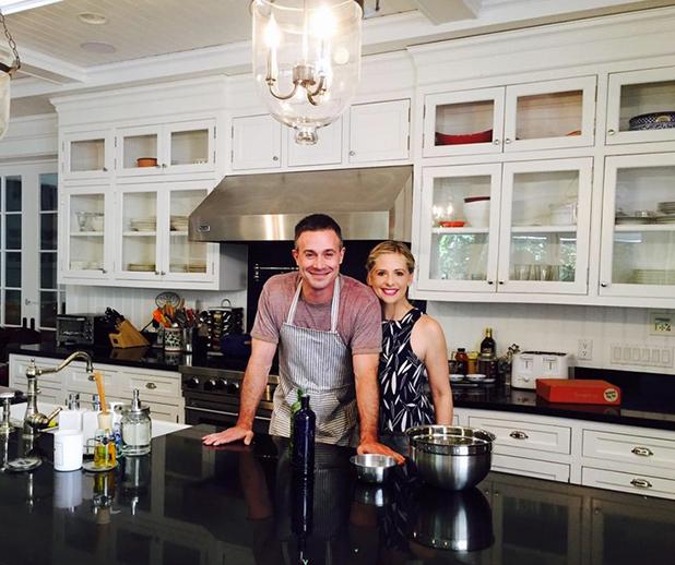 Freddie Prinze Jr with wife Sarah Michelle Gellar announcing his cookbook, 8 April 2015