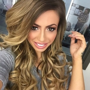 Holly Hagan takes selfie onset of photo shoot, Instagram 26 February