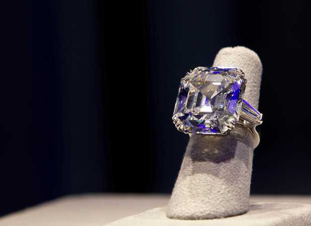 Elizabeth Taylor jewellery auction at Christie's, Paris, France - 15 November 2011 The Elizabeth Taylor Diamond, a diamond ring, a gift from Richard Burton in 1968