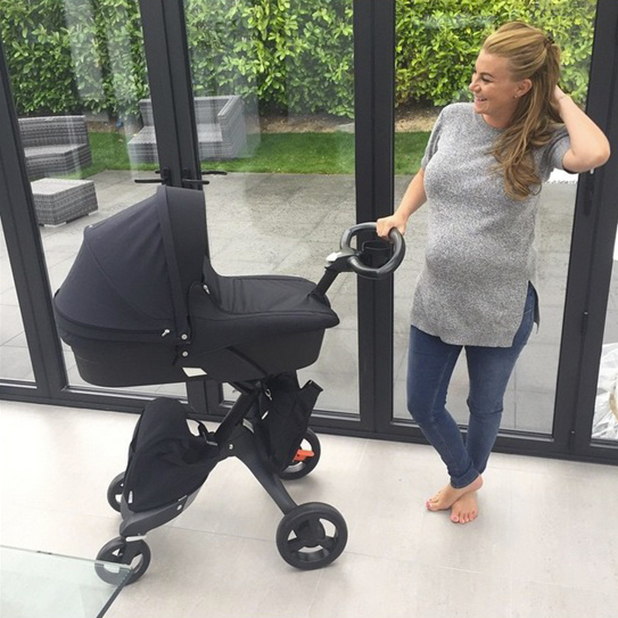Pregnant Billi Mucklow takes delivery of new pram, April 2015