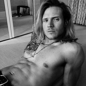 Ellie Goulding shares shirtless photo of Dougie Poynter, Instagram 27 April
