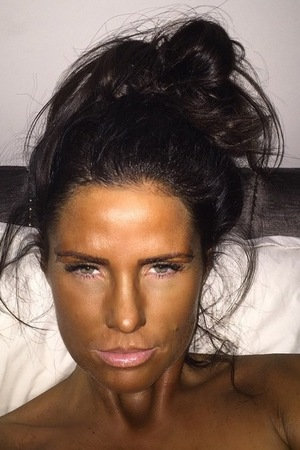 Katie Price has fake tan fail in Instagram picture in March 2015