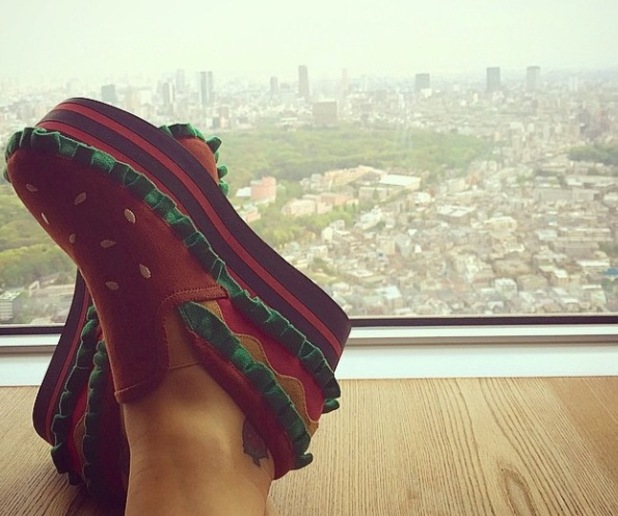 Katy Perry wears burger shoes in Tokyo - 26 April 2015.