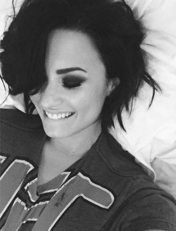 Demi Lovato wearing boyfriend Wilmer's t-shirt, Instagram 29 April
