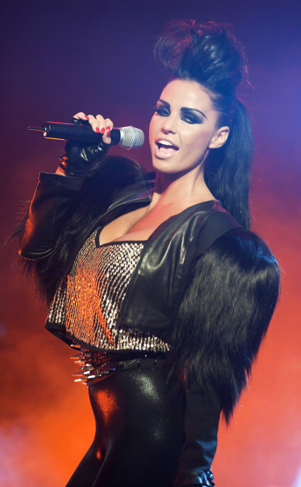Katie Price performs her new single 'Free to Love Again' on GMTV, 16 Jul 2010.