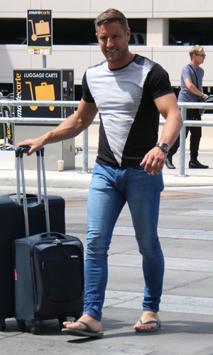 Elliot Wright leaves Las Vegas after Mark Wright stag, 11th May 2015