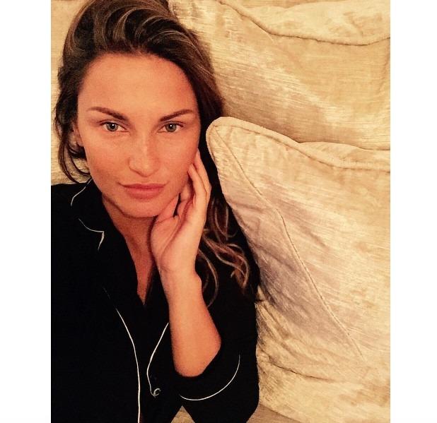 Samantha Faiers no make-up selfie, 17 June 2015