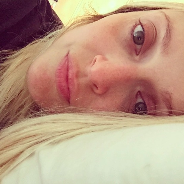 Pregnant Fearne Cotton shares bed selfie after late night gig, 19 June 2015