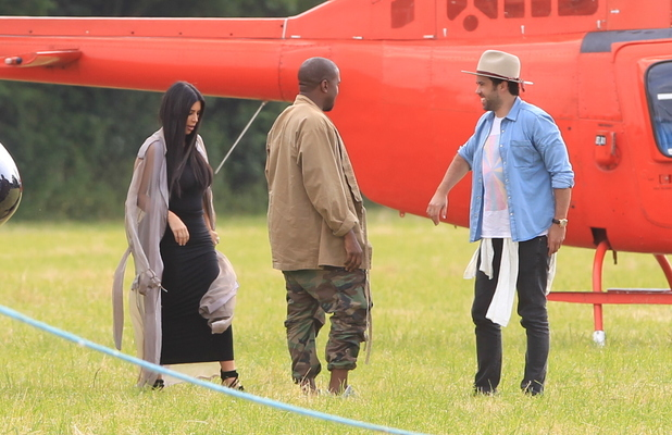 Kim Kardashian and Kanye West arrive in Glastonbury via helicopter, 27 June 2015