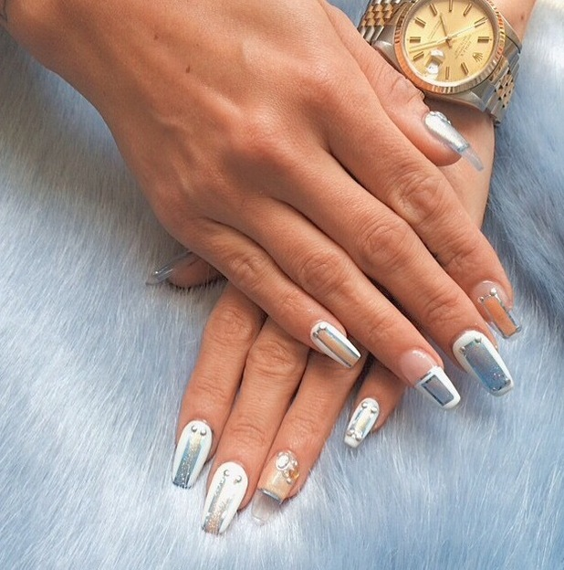 Lily Allen posts picture to Instagram of negative-space manicure 25th June 2015