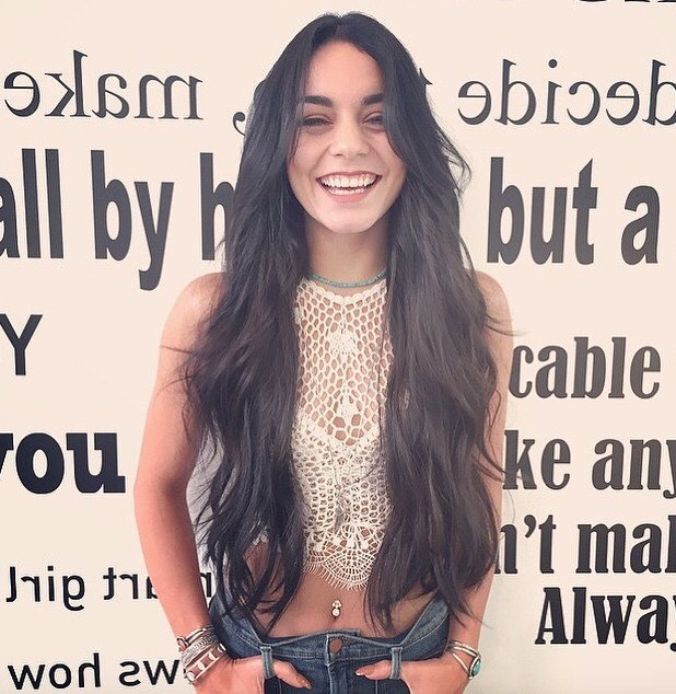 Vanessa Hudgens gets new hair extensions at Nine Zero One Salon, Melrose Place, West Hollywood, 16 July 2015