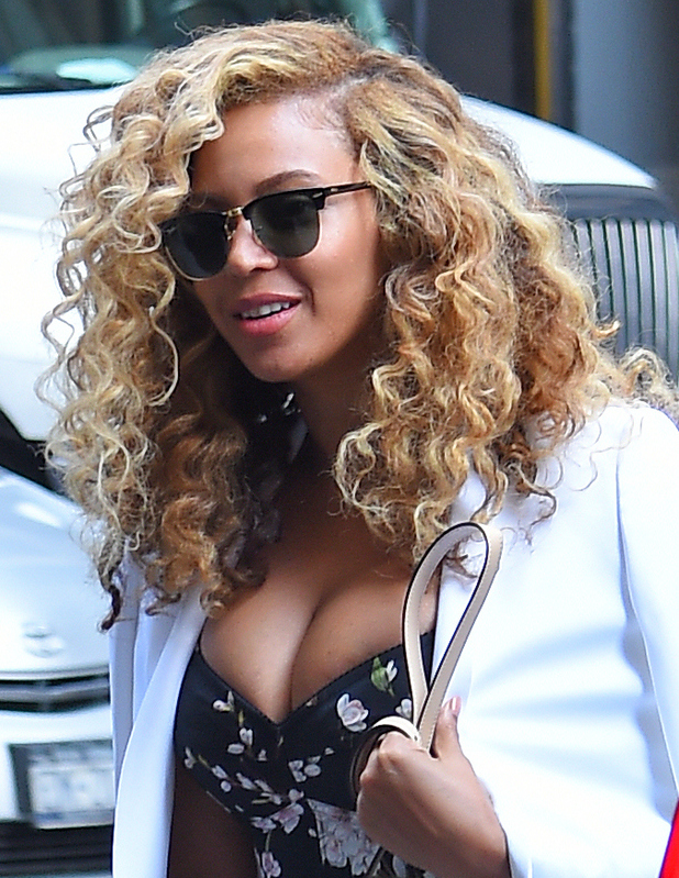Beyonce steps out in New York and debuts her brand new curls, 28th July 2015