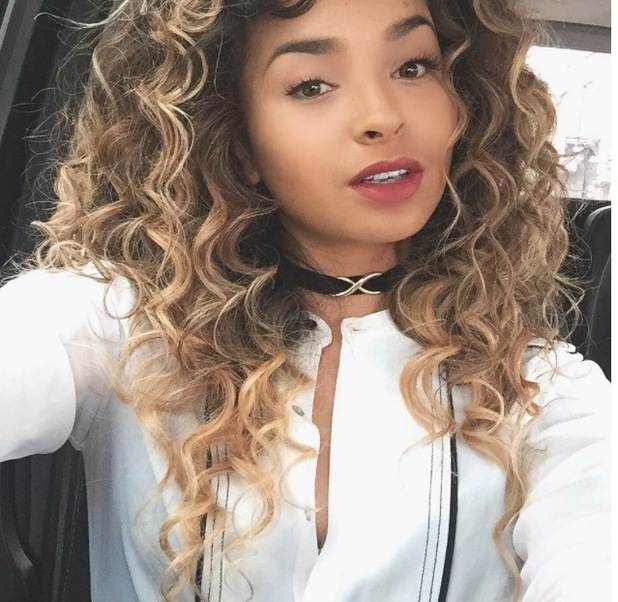 Ella Eyre Instagrams picture of her brand new choker, 5th August 2015