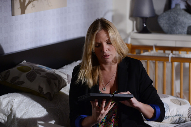 EastEnders, Ronnie realises Roxy knows, Fri 14 Aug
