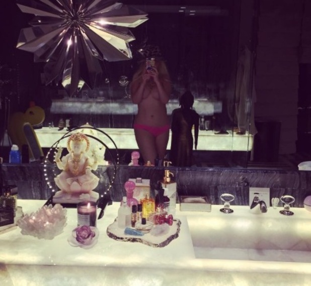 Christina Aguilera shares naked selfie - 12 August 2015.