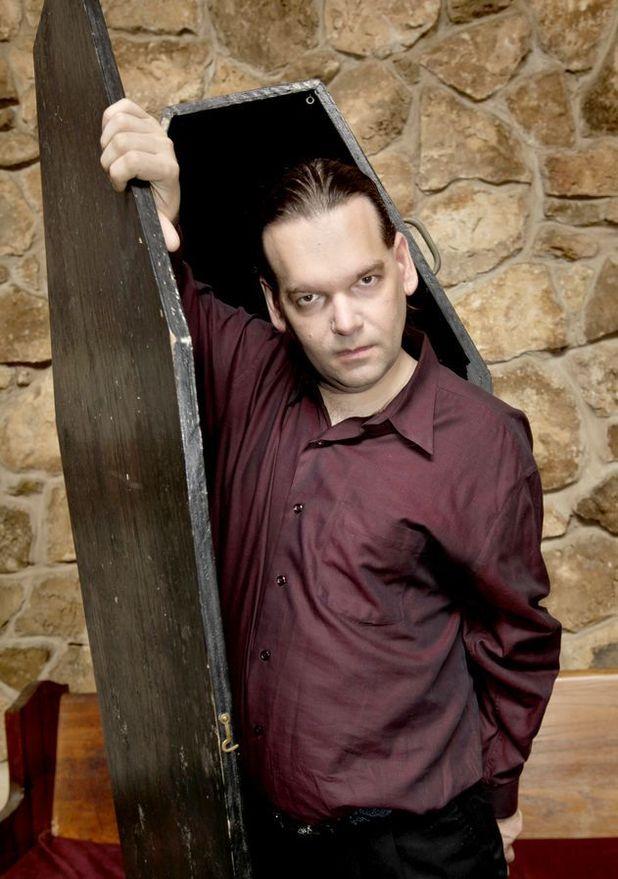 Black swan Blut Katzchen's boyfriend and vampire Michael Vachmiel