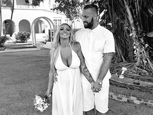Jodie Marsh marries: new wedding photos of her beach ceremony!