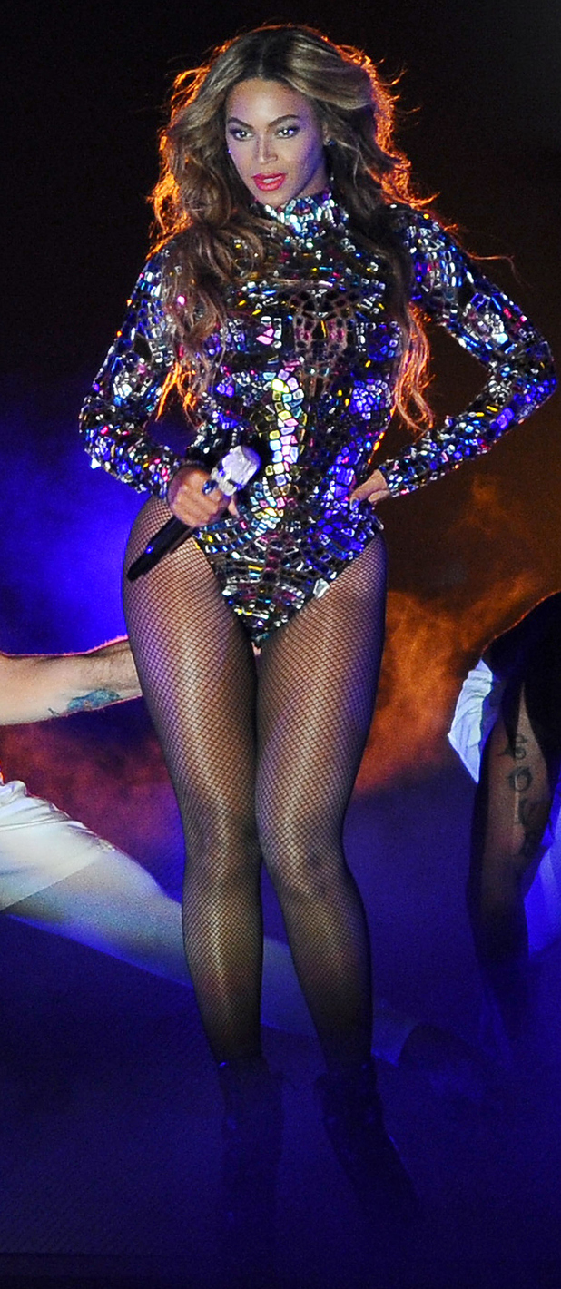Beyonce live on stage at the MTV Video Music Awards 2014, 28th August 2015