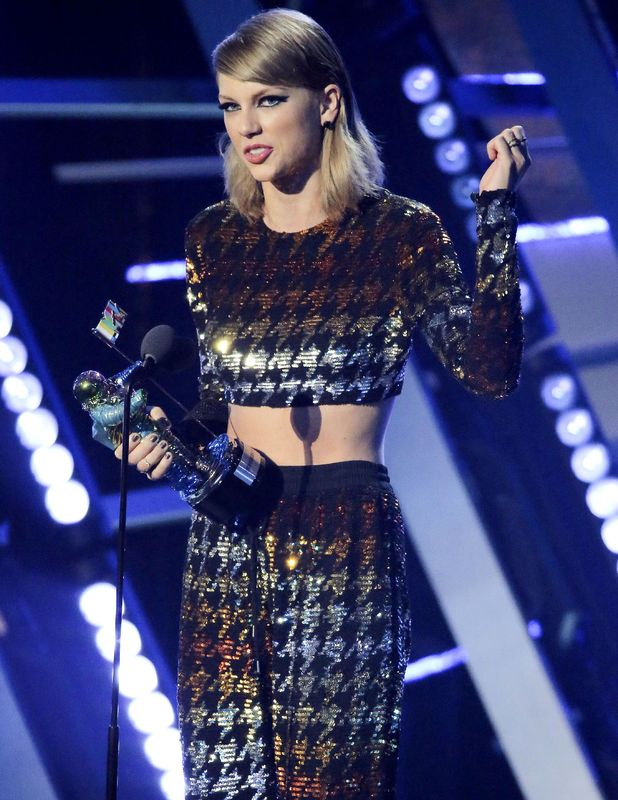 Taylor Swift accepts Best Video award at the VMA's, 30 August 2015