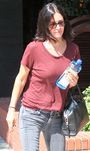Courteney Cox has lunch at the South Beverly Grill with friends in Beverly Hills 9 Sep 2015