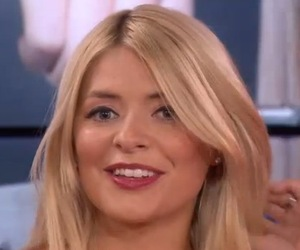 Holly Willoughby gets a 'gringe' live on This Morning 15 September