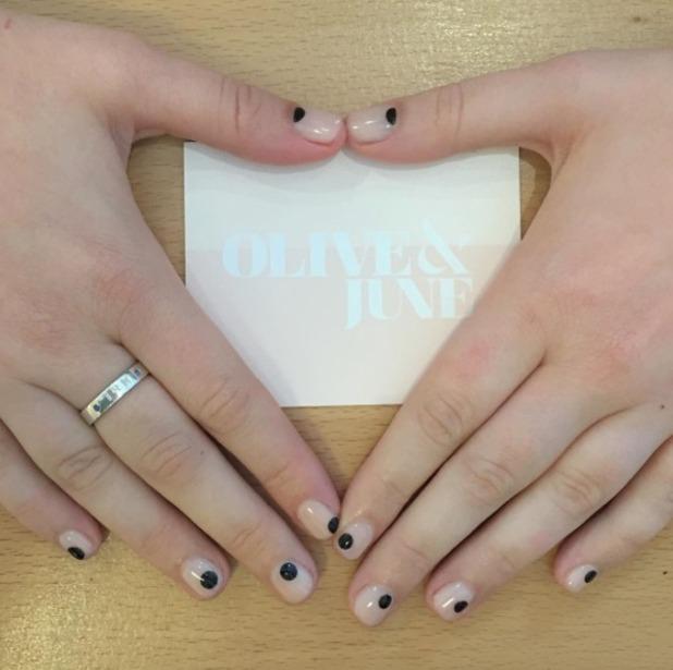 Lena Dunham gets nude fingernails with black dots, by Olive & June, September 2015