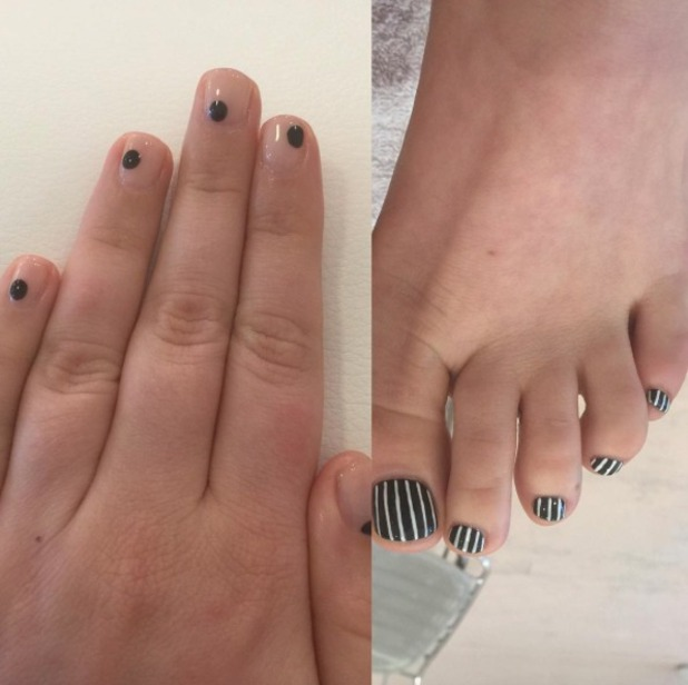 Lena Dunham, black and white striped toenails, nude fingernails with black dots, by Olive & June, September 2015
