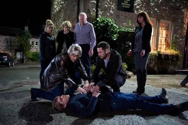 Emmerdale, Robert is shot, Fri 25 Sep