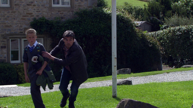 Emmerdale, Cain saves Kyle, Thu 1 Oct