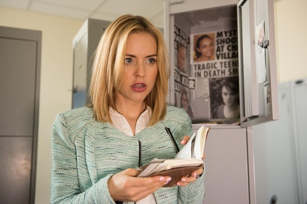 Hollyoaks, Cindy finds the Gloved Hand Killer's shrine, Thu 1 Oct