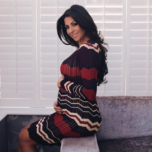 Cara Kilbey shows the first glimpse of her baby bump with a snap on Instagram, 1st October 2015