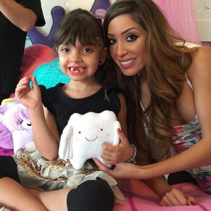 Farrah Abraham gives daughter Sophia £900 from the tooth fairy - October 2015.