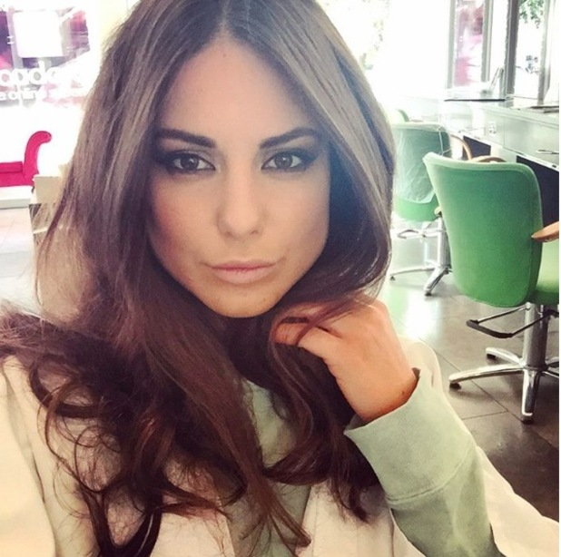 Louise Thompson takes salon selfie and shows off her brown hair, 13th October 2015