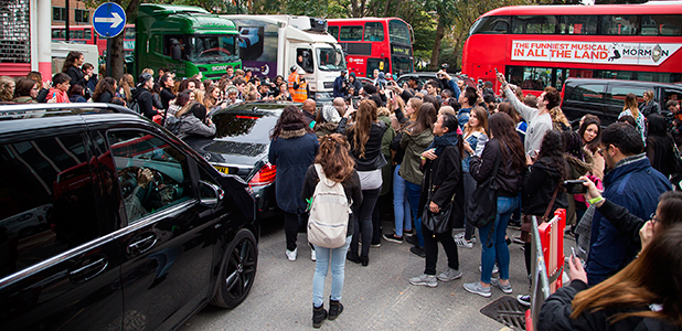 Justin Biebers car gets mobbed by fans a he leaves the TFI studios 23 Oc 2015