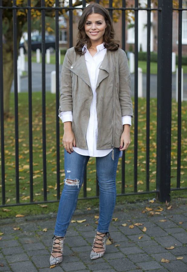Chloe Lewis arrives at the Brentwood Kitchen for filming 27 Oct 2015