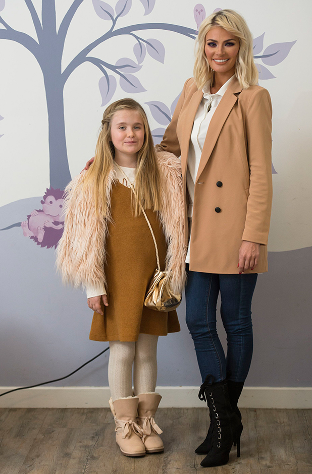 'The Only Way is Essex' cast filming, Britain - 03 Nov 2015 Chloe Sims and daughter Maddie.