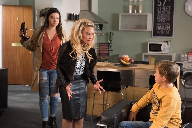 Hollyoaks, Lindsey attacks Grace, Wed 11 Nov