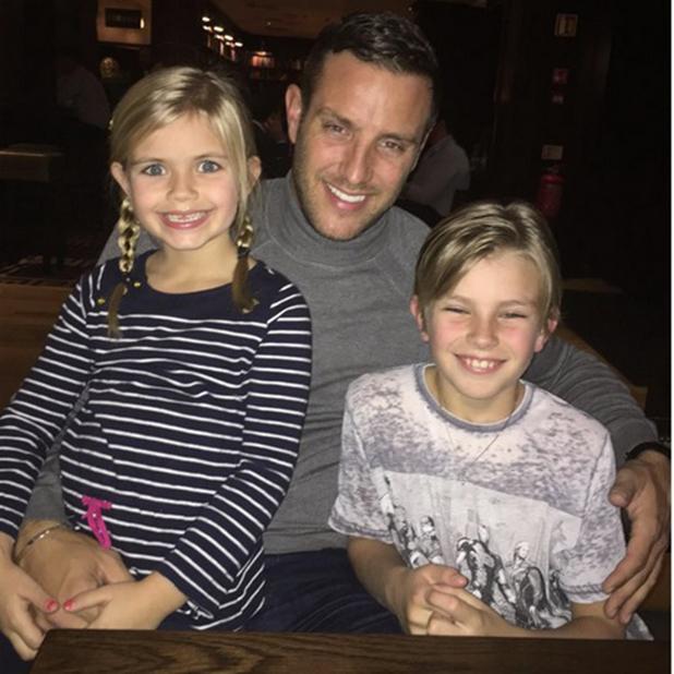 Elliott Wright with son Elliott and daughter Olivia, Twitter, 2015