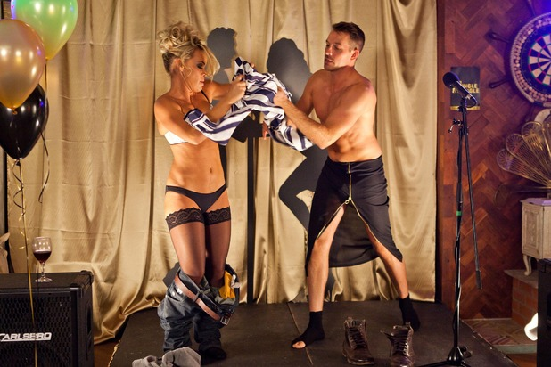 Hollyoaks, Darren and Grace get it on, Tue 24 Nov