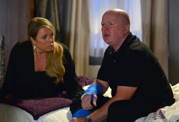 EastEnders, Sharon tries to help Phil, Thu 26 Nov