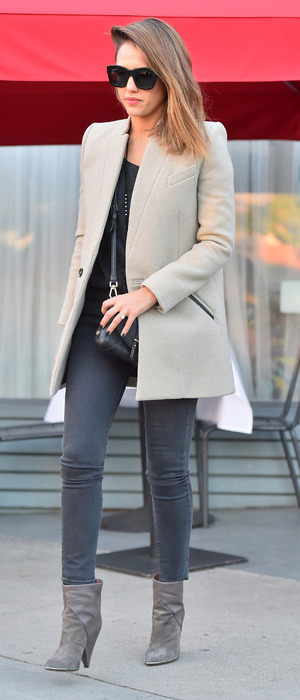 Jessica Alba leaving a French restaurant in Los Angeles, 30th November 2015