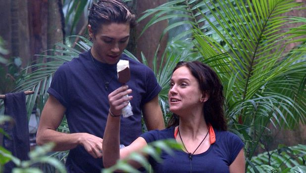 George Shelley and Vicky Pattison enjoy a rare treat in the jungle - 5 Dec 2015