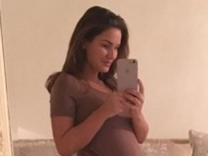 Pregnant Sam Faiers shares baby bump update 14 December