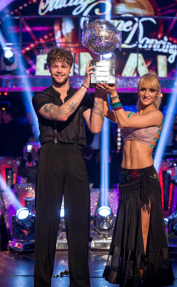 Jay McGuiness and Aliona Vilani win Strictly, 19 December 2015.