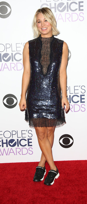 Kaley Cuoco wears sneakers on the red carpet at People's Choice Awards, Microsoft Theatre in Los Angeles, 7th January 2016