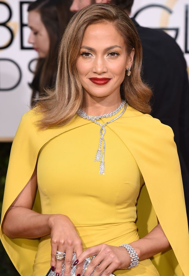 Jennifer Lopez attend the Golden Globes in Los Angeles, wearing yellow dress and red lips, 11th January 2016