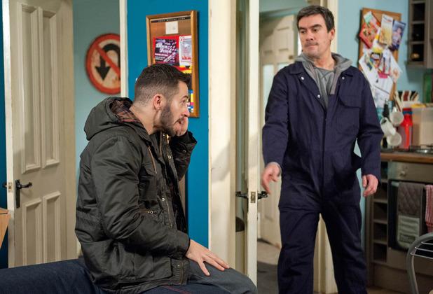 Emmerdale, Ross steals Cain's phone, Mon 25 Jan